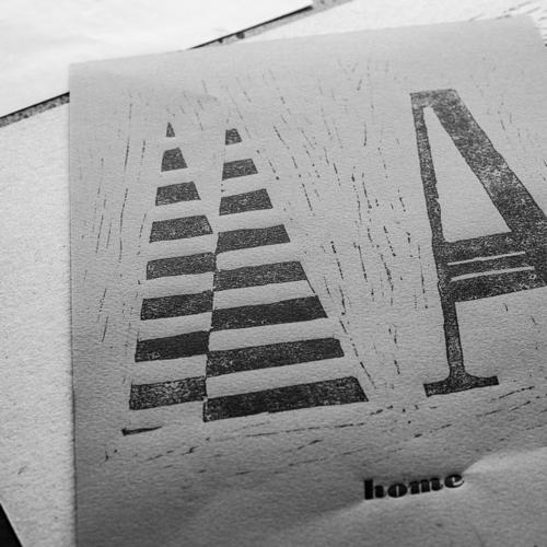 Célia RATTO | Graphiste Freelance à Annecy | Création d'une typographie de titrage à chase fixe | Home - free font